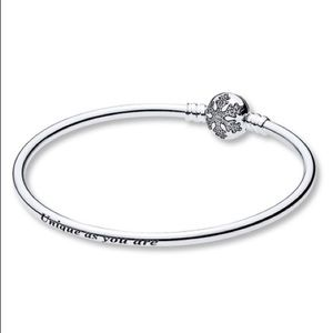 New Pandora snowflake CZ silver bangle bracelet
